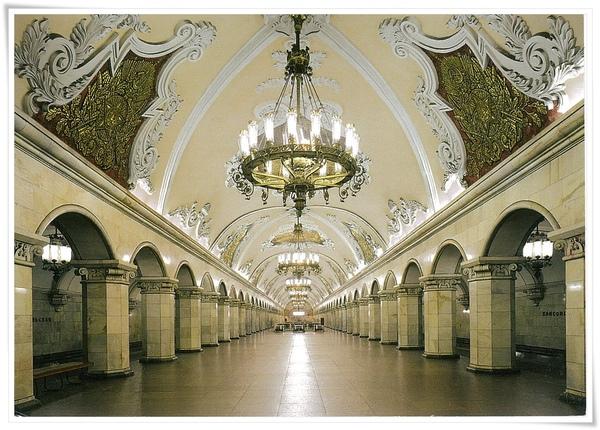 Vestibule of the metro station.jpg