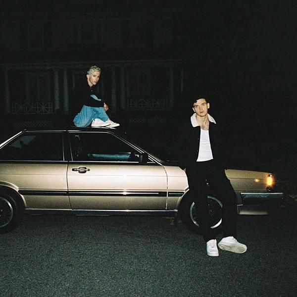 Lauv ft.Troye Sivan - i