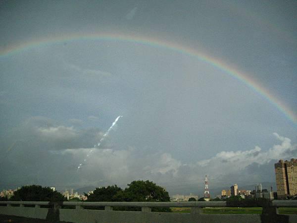 計程車上拍的彩虹