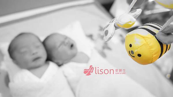 可愛的愛麗生雙胞胎寶寶.jpg