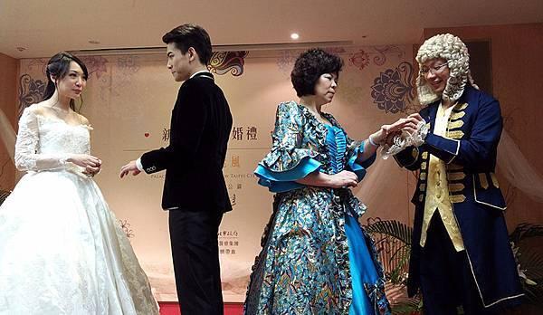 10月新北市聯合婚禮吹起周杰倫與昆凌婚禮的古堡浪漫風,百對新人將以巴洛克古典裝扮,重現18世紀宮廷戶外婚禮