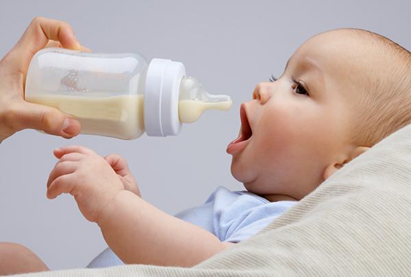 【母乳全攻略】新手媽媽最苦惱的事:正確的母乳保存、加溫,母乳營養不流失