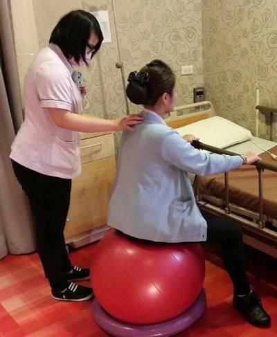 媽咪待產時的順產運動-生產球運動與腰骶部按摩