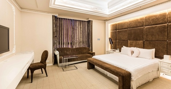 愛麗生產後護理之家提供多款豪華舒適套房之一