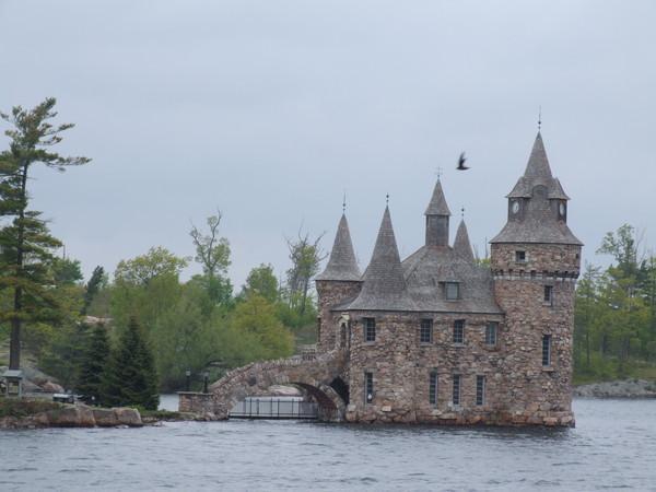 有很多美國加拿大的有錢人都選擇在這定居
