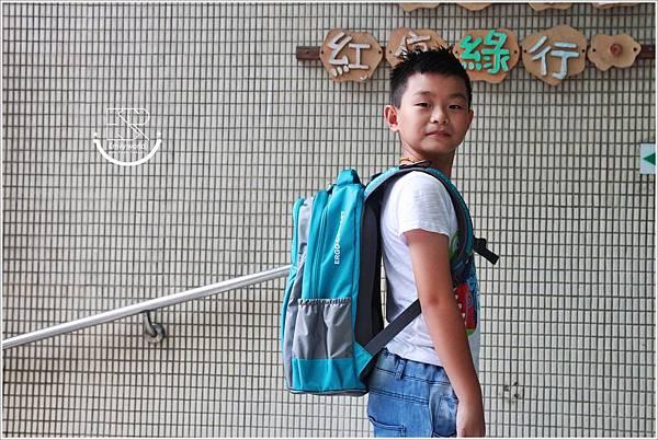 impact怡寶 新一代成長型輕量護脊書包 (21).JPG