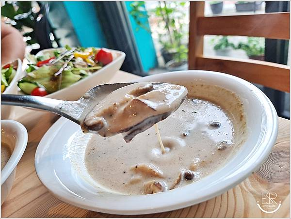 La Olive義式蔬食咖啡館 (8).jpg