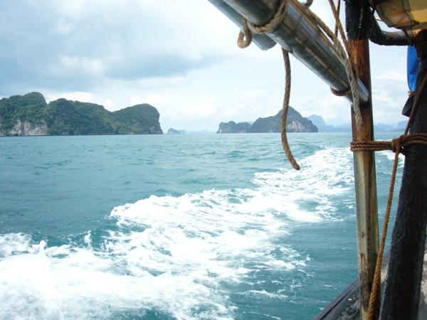吃完飯要出海去hong island了