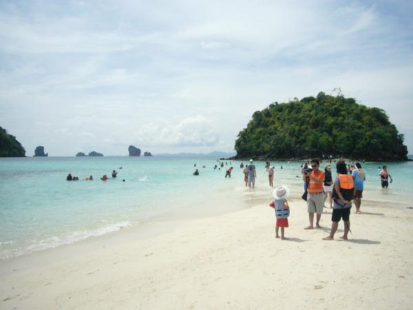 今天的第四個島…一線沙灘