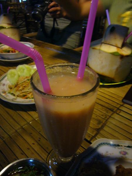 必喝的泰式奶茶+清涼椰子汁