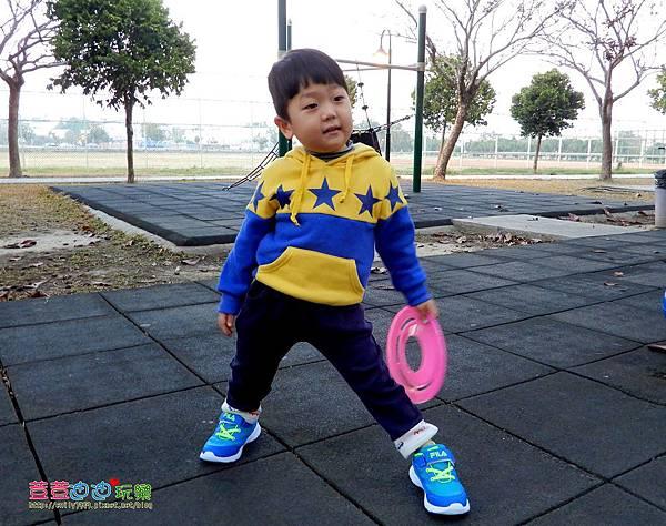 FILA兒童輕量慢跑鞋 (9).jpg