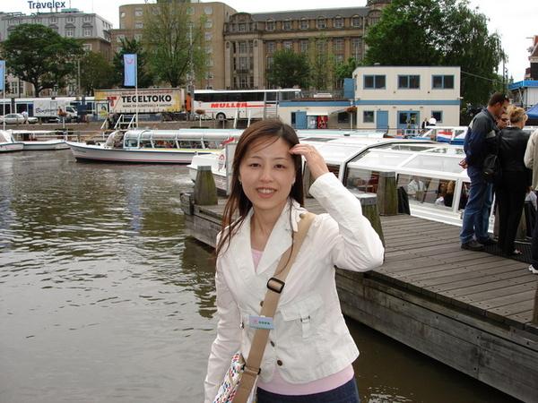 準備搭玻璃船遊市區運河
