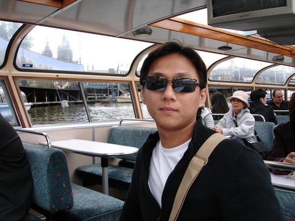 搭玻璃船遊市區運河