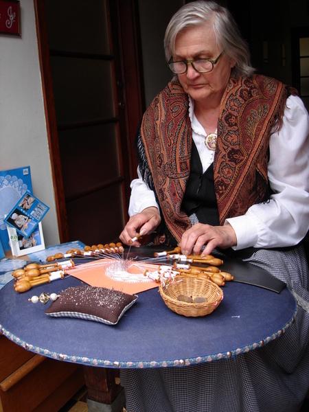 手工編織蕾絲