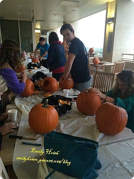 curving pumpkin6.JPG