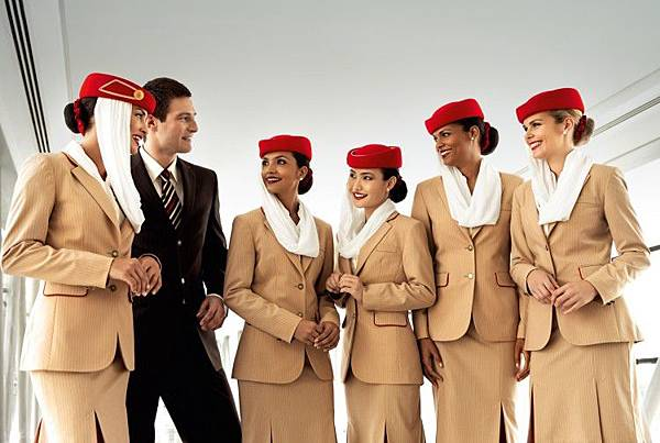 stewardesa-la-emirates-750x503