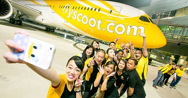 Scoot-Airlines-787-selfie