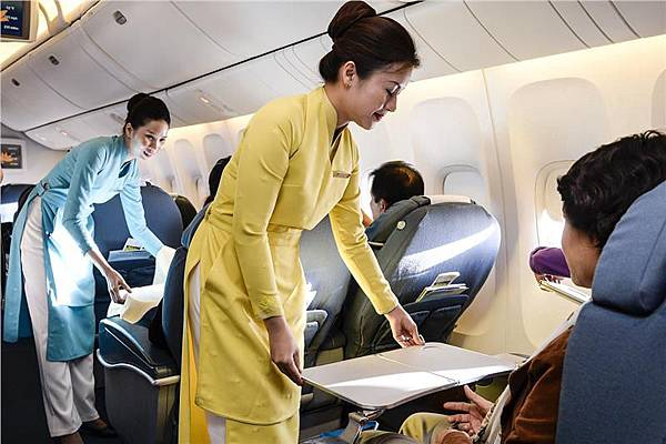 vietnam-airlines-uniform-428