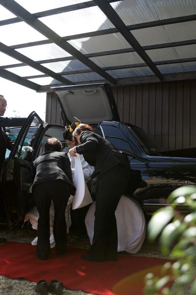 看到有翅膀的車子嗎?這就是專門載新娘的禮車(因為頭髮很高怕坐進去的時候弄亂而設計的)