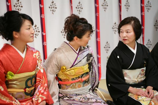 紅色訪問服的是我小姑,紫色訪問服是我大姑