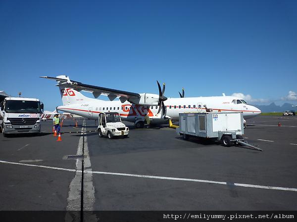 這是空中巴士,每次不一定停幾站,因為小島太多,所以就算landing還沒到你要去的島你也不可以下機