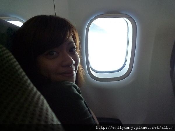 由於是小飛機所以有點恐怖,機上廣播是大溪地語 法語 英語