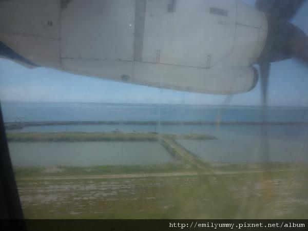 飛機跑道都很靠近海邊嚇死人了