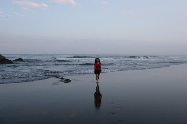 一個愛玩水的女生
