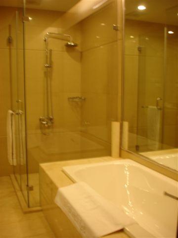 很大的浴室,有好大的浴缸喔!