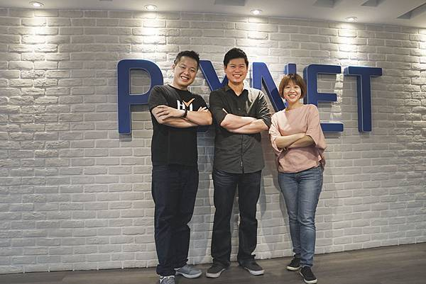 PIXNET 與合作夥伴進行異業結盟(左起:鐘點大師創辦人姚長安、PIXNET共同創辦人劉昊恩、Readmoo 電子書商品與內容部行銷總監何宛芳).jpg