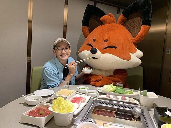02.知名網紅Iku老師與HAPPIX挑戰麻辣鍋十家連吃.jpg