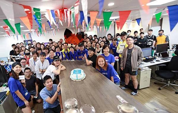 PIXNET喜迎成立17週年,以校園運動會為主題,全體同仁一起慶祝。