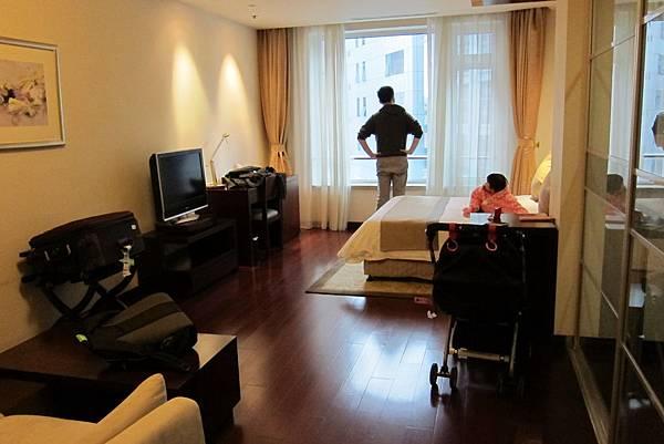 IMG_5241 住了兩天的飯店 房間挺大的