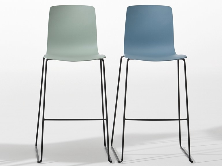 b_AAVA-Chair-with-footrest-Arper-242001-rel7db8a625.jpg