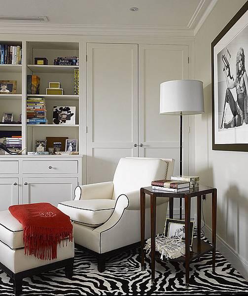 Cozy-reading-corner-in-black-and-white.jpg