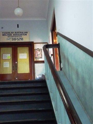 要去新城鄰里中心二樓到設計師市集樓梯.JPG