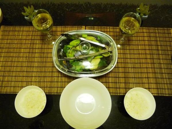 上桌囉-美食+美酒+白飯.JPG