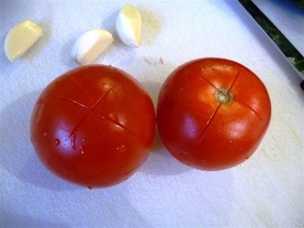 紅熟番茄-切十字.JPG