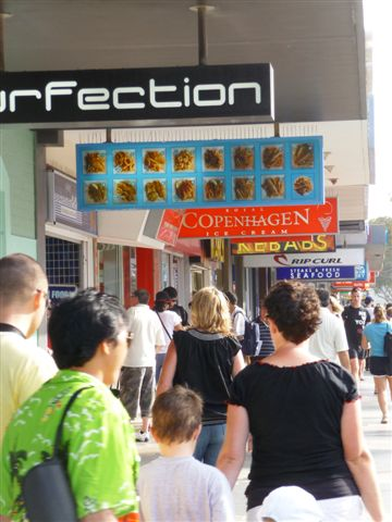 Manly beach-9-shops+cafes_restaurants.JPG