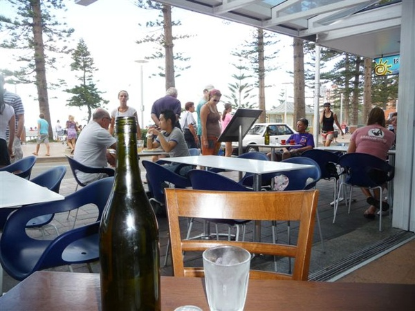 Manly beach-10-cafe.JPG
