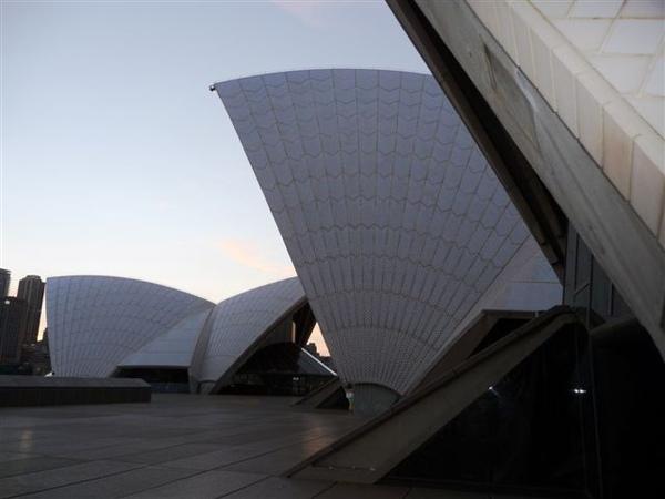 外陽下的雪梨歌劇院-近照-1.JPG