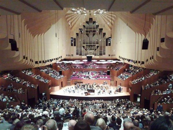雪梨歌劇院演奏廳-人滿滿-2.jpg