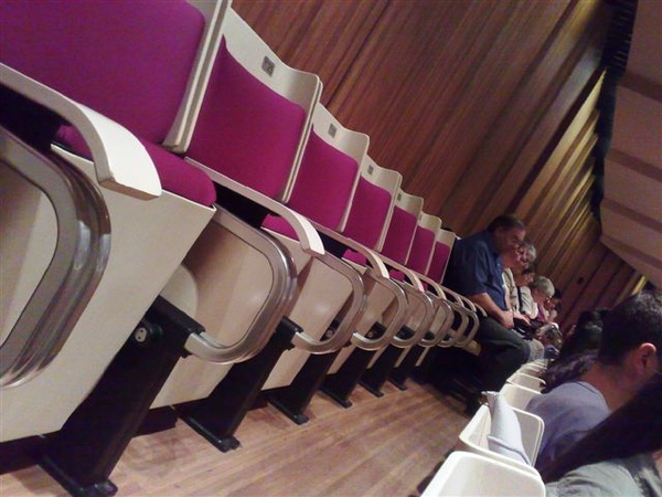雪梨歌劇院演奏廳-人滿滿(都坐到最後一排了)-3.jpg