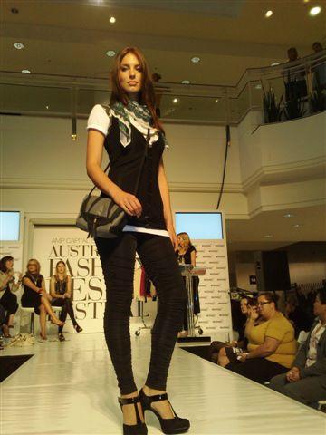 澳洲時尚設計節-第2套衣服1.jpg
