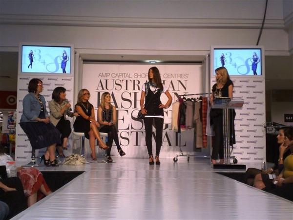 澳洲時尚設計節-第2套衣服3.jpg