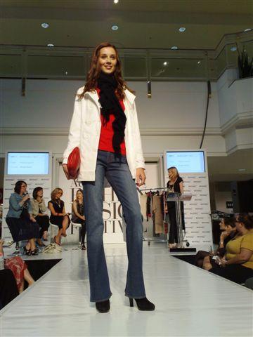 澳洲時尚設計節-第3套衣服1.jpg