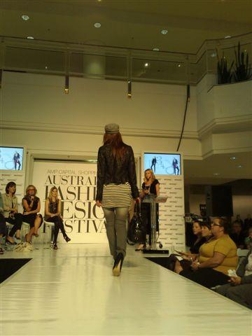 澳洲時尚設計節-第4套衣服2.jpg