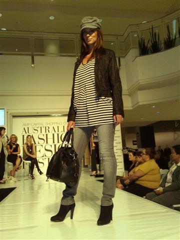 澳洲時尚設計節-第4套衣服3.jpg