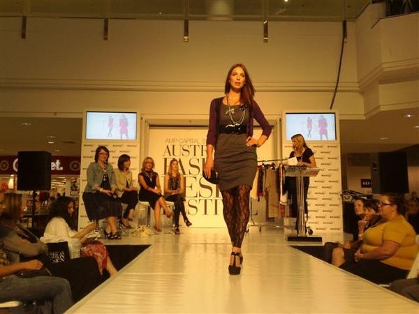 澳洲時尚設計節-第6套衣服1.jpg