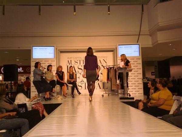 澳洲時尚設計節-第6套衣服3.jpg